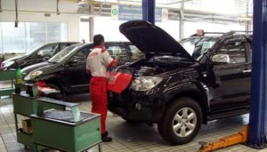 servis-mobil-tune-up
