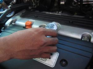 Mengatasi Masalah AC Mobil Hanya Keluar Angin dengan cuci kabin AC