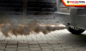 Sepele, Cuma Ini Penyebab Asap Hitam Pada Mobil Bensin